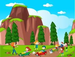 Cena do parque com crianças carro de corrida