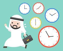 Empresario árabe corriendo en horas punta y relojes.