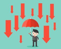 De zakenman houdt een paraplu met benedenpijlregen