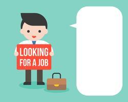 Empresario espera en busca de un signo de trabajo con burbujas de discurso en blanco