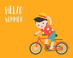 Uomo con la camicia della spiaggia che guida una bicicletta, ciao concetto di estate