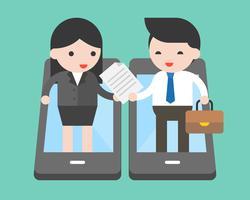 Geschäftsmann und Geschäftsfrau handeln Dokument während Stand am Handy