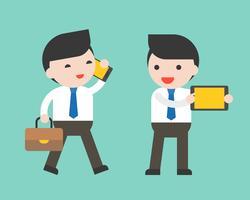 Homme d'affaires et gadget tel que téléphone portable, tablette, personnage prêt à l'emploi