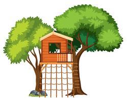 Uma casa na árvore isolada