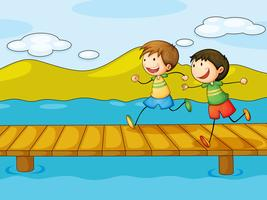 Niños jugando en el puente