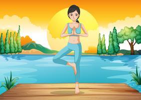 En tjej gör yoga utomhus