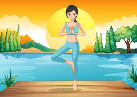 Una chica haciendo yoga al aire libre