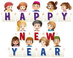 Niños con tarjetas de feliz año nuevo