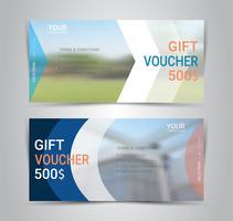 Certificados de regalo y vales, cupón de descuento o plantilla web de banner con fondo borroso.