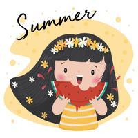 Linda chica bronceada con corona de corona de flores comer sandía en verano