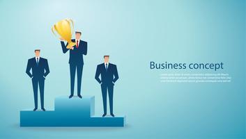 uomo d'affari tenere il vincitore del trofeo d'oro di successo. concetto di business