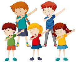 Eine Gruppe von Kindern tupfen