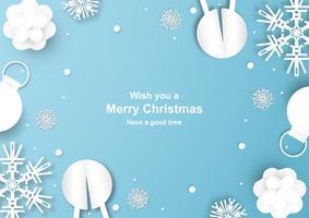 La decorazione di Natale su fondo blu nel taglio e nel mestiere della carta con la neve si sfalda.