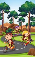 Affe, der Extremsport spielt
