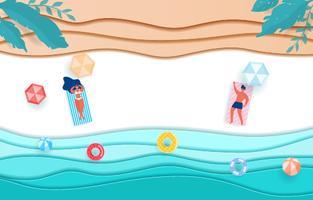 Blaue Seepapierwellen und -strand der Draufsicht. Heiße Mädchen und Kerl am Strand sonnen sich in der Sommersaison