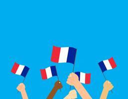 Illustrazione vettoriale mani che tengono le bandiere della Francia su sfondo blu