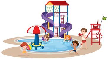 Niños jugando en un parque acuático.