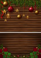 Hintergrund mit zwei hölzernen Brettern mit Weihnachtsverzierungen