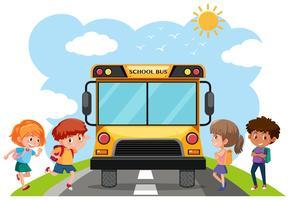 Estudiantes y autobús escolar.