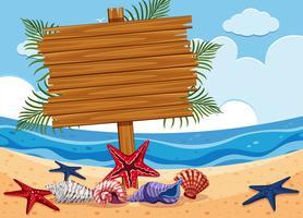 Placa de madeira na praia