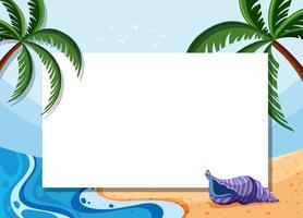 Gränsmall med kokosnötträd och skal på stranden