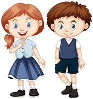 Jungen und Mädchen mit einem glücklichen Lächeln