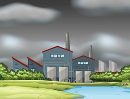 En fabriksplats i grumlig dag