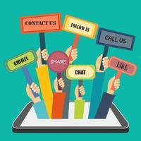Handen die tekens met sociale acties houden die uit slimme telefoon komen