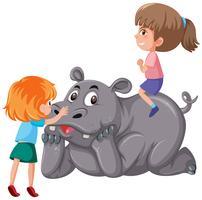 Twee kinderen die neushoorn berijden