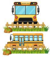 Uma fonte e um ônibus escolar