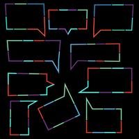 Conjunto de ícones lineares de bolhas de discurso de linhas pontilhadas coloridas