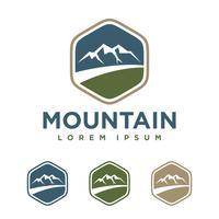 distintivo Mountain Logo Logo Template Illustration Design. Vettore ENV 10.