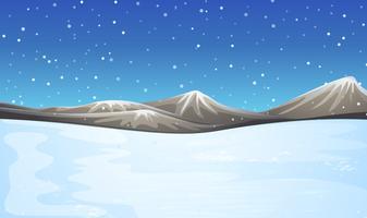 Feld mit Schnee bedeckt