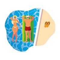 jovem casal com colchão de flutuador na piscina
