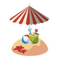 spiaggia di sabbia estiva con ombrellone e secchio di sabbia giocattolo