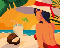 mujer con cócteles en la playa