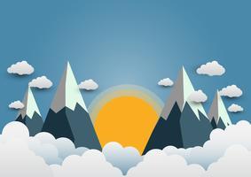 Lindos sóis e montanhas com uma variedade de nuvens