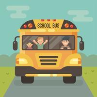 Vista frontal del autobús escolar amarillo en la carretera con un conductor y dos niños.