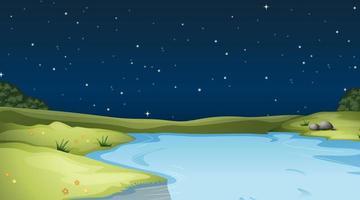Río corriendo por el campo por la noche