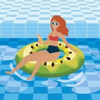 Frau im Poolfloss, der Getränk hält