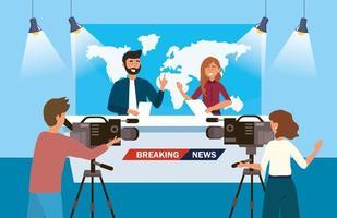 Repórter feminino e masculino, fazendo o noticiário