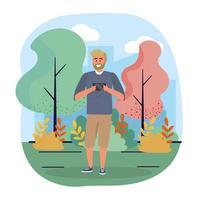 Mens die met baard smartphone in park bekijken