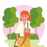 Femme d'université avec des livres dans la nature
