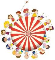 Kinder bilden einen großen Kreis