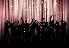 Folla di festa su uno sfondo di coriandoli