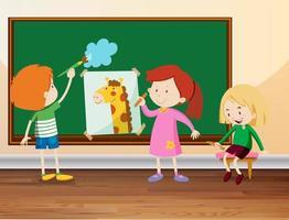Tre studenter som tecknar på tavlan