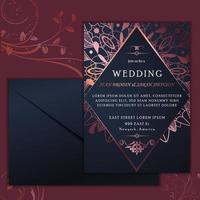 Tarjeta de invitación de boda de lujo con remolinos morados
