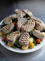 ensalada de atún chamuscado