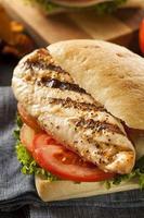 sándwich de pollo a la parrilla saludable