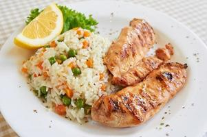 pechuga de pollo con arroz blanco foto